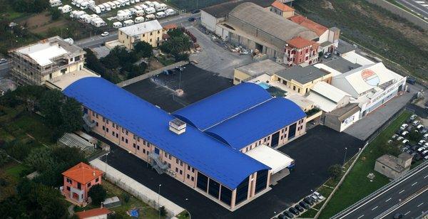 Chi siamo centro dell 39 arredamento di savona for Centro dell arredamento savona