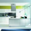cucina moderna bianca lucida forma 2000 al centro dell'arredamento ligure