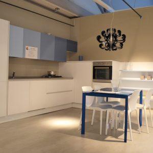 cucina forma 2000 fantasia blu bianca in offerta al centro dell'arredamento ligure