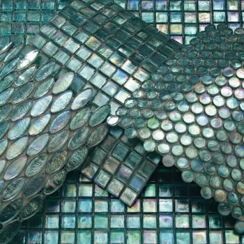 mosaico colori brillanti al centro dell'arredamento ligure sicis