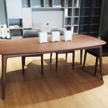 tavolo da pranzo noce by novamobili al centro dell'arredamento ligure