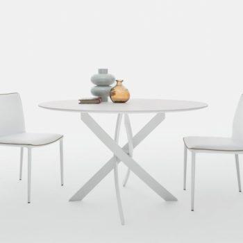 tavolo allungabile rotondo moderno al centro dell'arredamento ligure