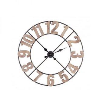 orologio ferro e legno da parete al centro dell'arredamento ligure