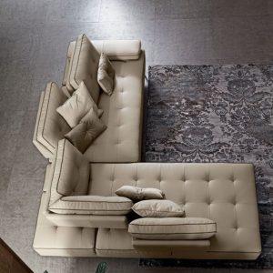 divano lecomfort al centro dell'arredamento ligure schienale avanzante