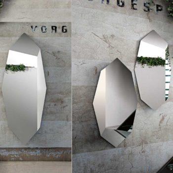 specchio moderno riflessi modello prisma al centro dell'arredamento ligure