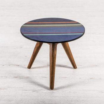 Tavolino da salotto Timmy by Stones al centro dell'arredamento ligure
