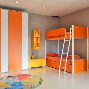 cameretta golf letto a castello happy arancione al centro dell'arredamento ligure