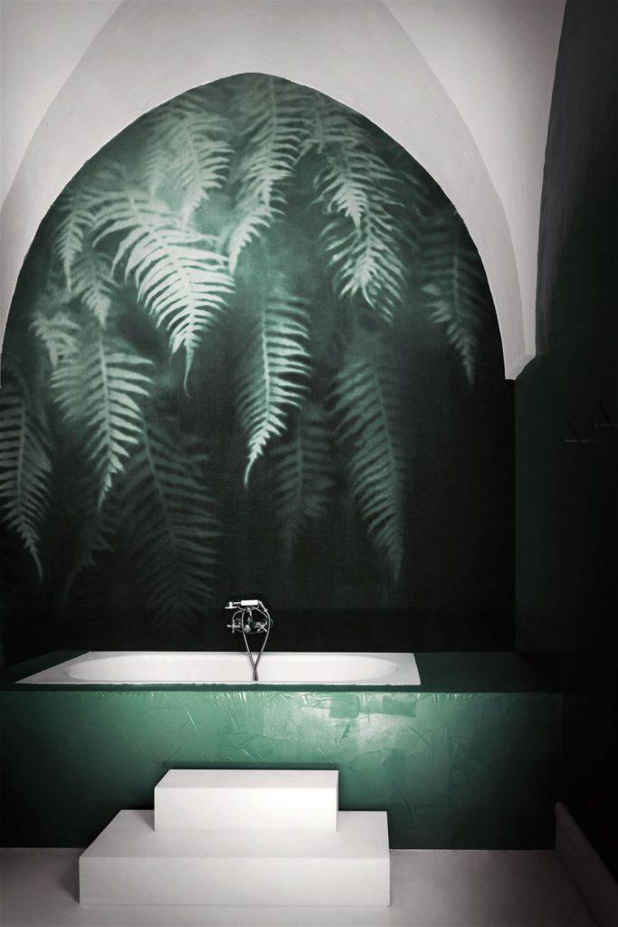 carta da parati per il bagno londonart al centro dell'arredamento ligure