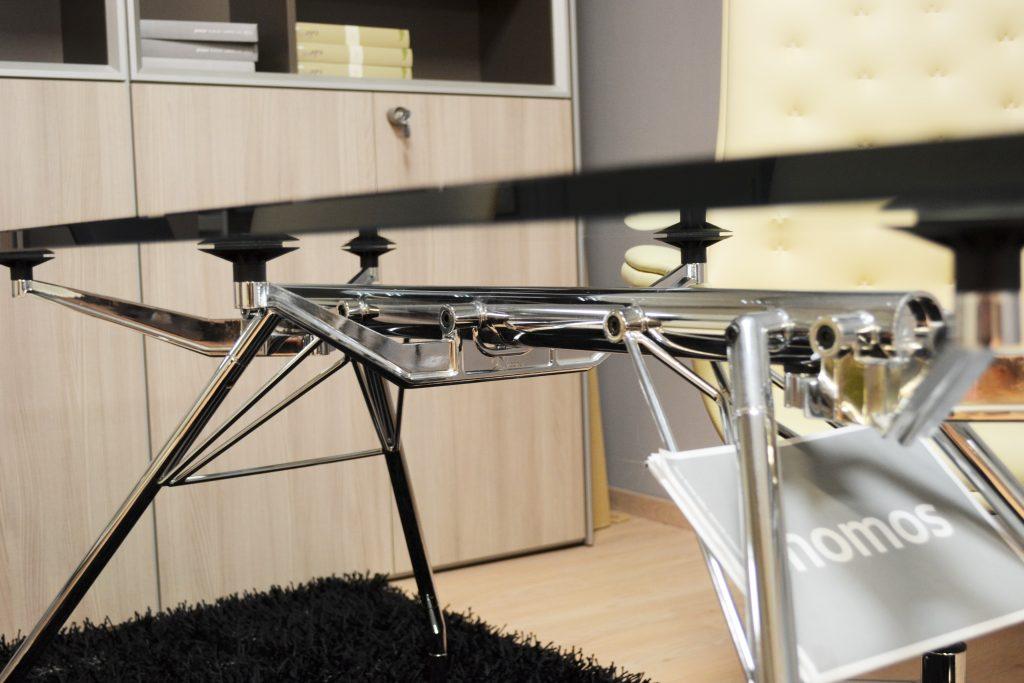 dettaglio tavolo ufficio nomos office inn al centro dell'arredamento ligure