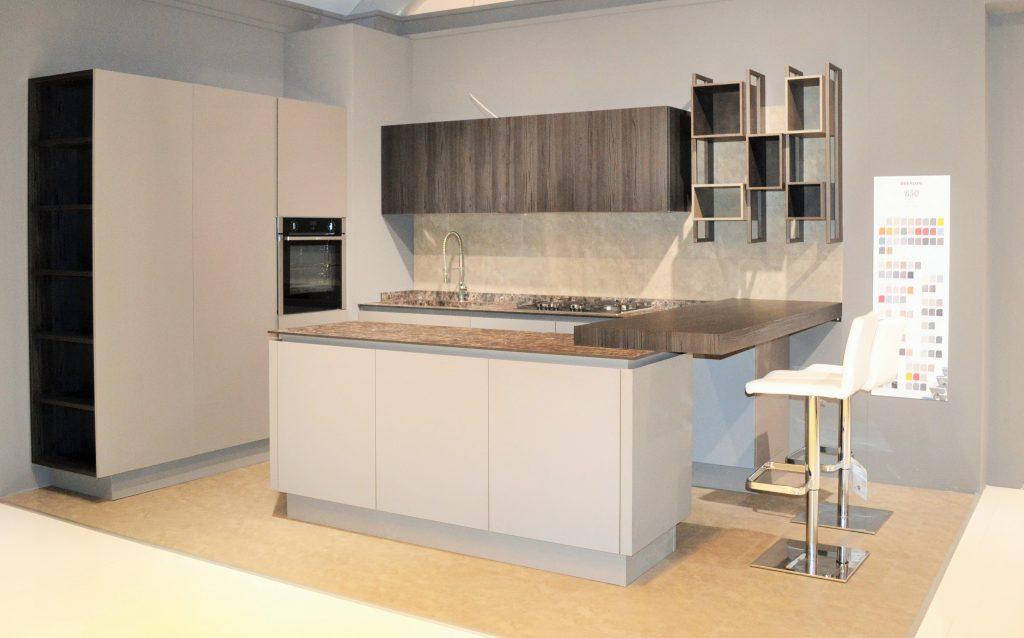 cucina moderna berloni bancone colazione al centro dell'arredamento ligure