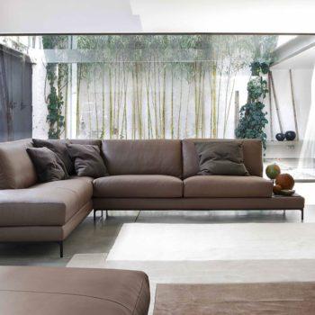 divano ditre artis moderno al centro dell'arredamento ligure