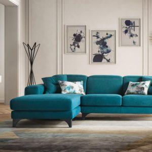 divano classico colore forte le comfort harvey al centro dell'arredamento ligure