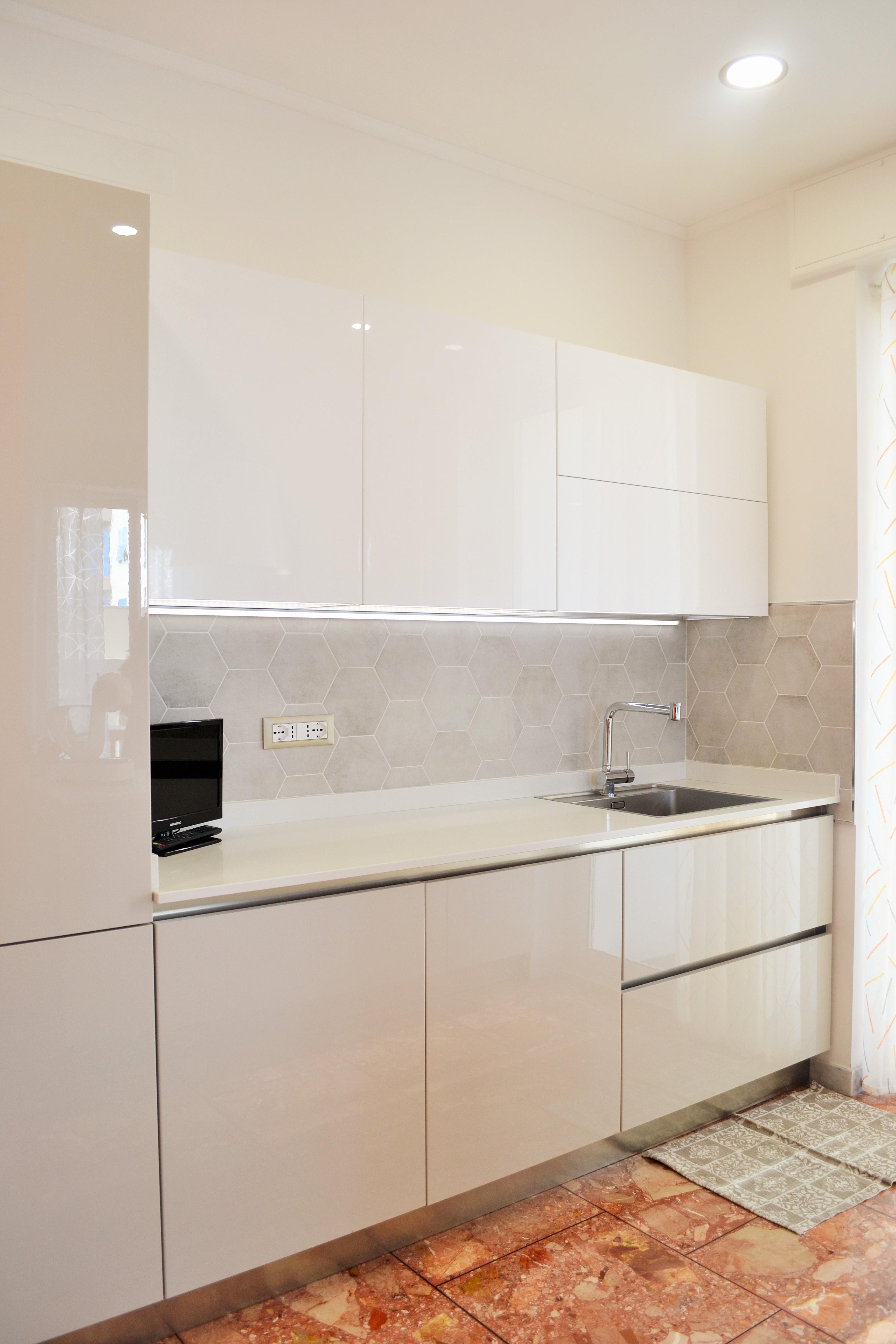 cucina-arredo3-piastrelle marazzi-centro dell'arredamento-savona